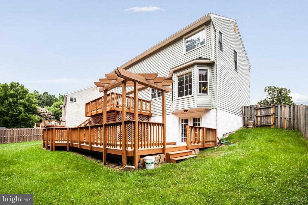 Great space for entertaining! - 10 WILLOW GLEN CT, STAFFORD