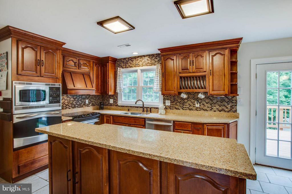 Maple Cabinets with built in special features - 10 WILLOW GLEN CT, STAFFORD