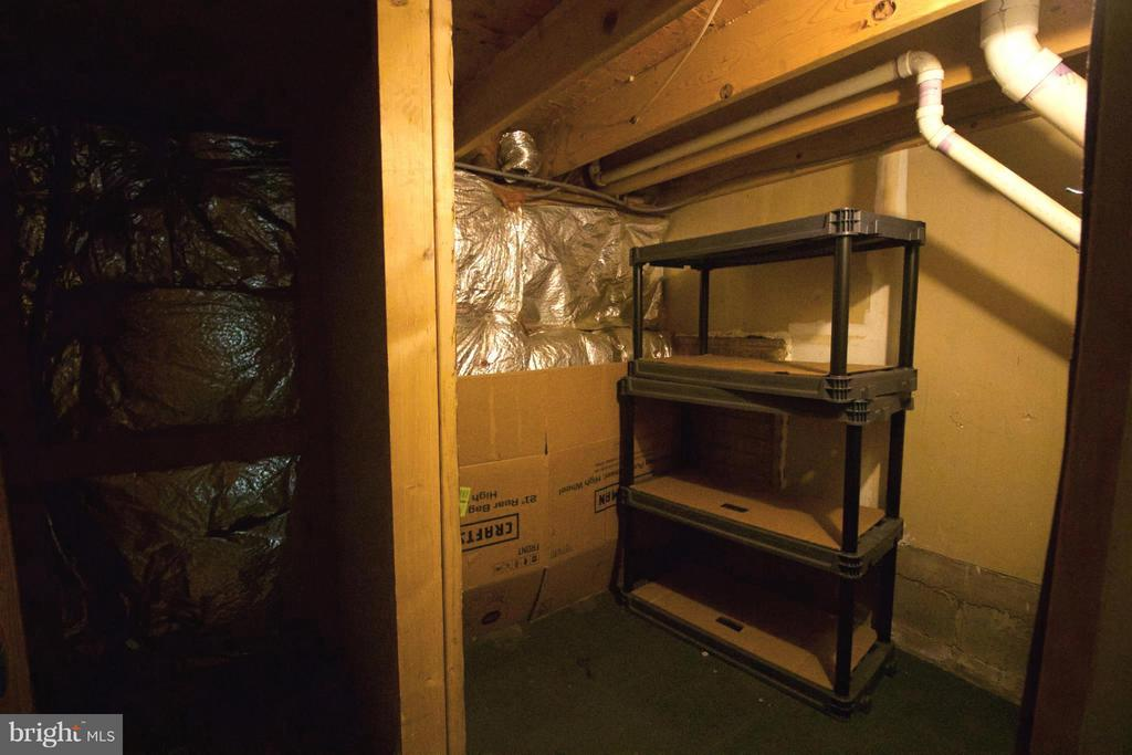 Storage underneath stairs - 7427 COURTLAND CIR, MANASSAS