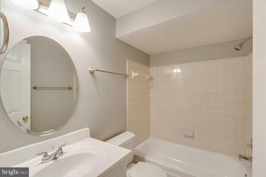 Bath - 14449 WHISPERWOOD CT, DUMFRIES