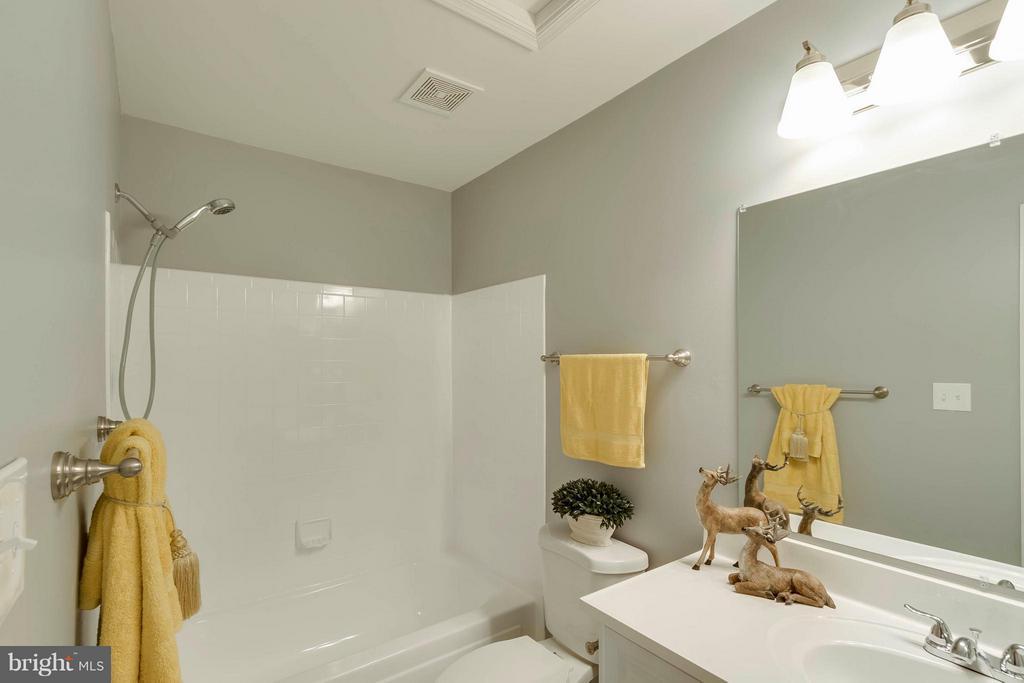Master Bath - 14449 WHISPERWOOD CT, DUMFRIES