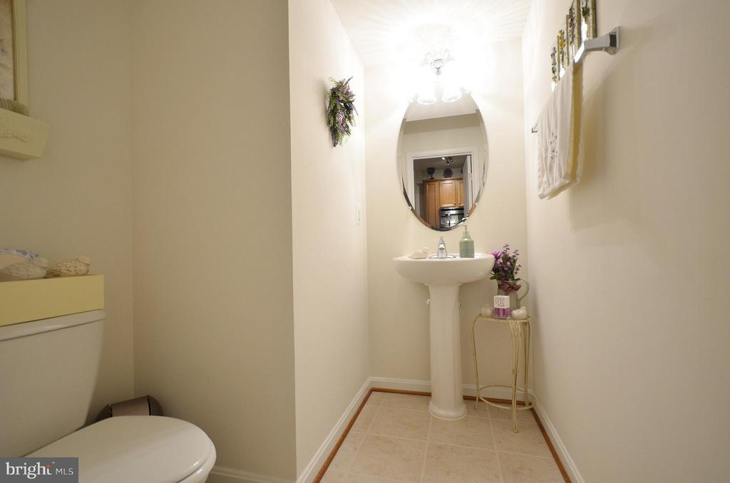 Half Bathroom - 19442 DIAMOND LAKE DR #19442, LEESBURG