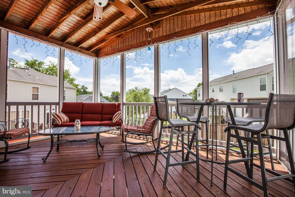 Year round! Enjoy the outdoors in screened porch - 4 KLINE CT, STAFFORD
