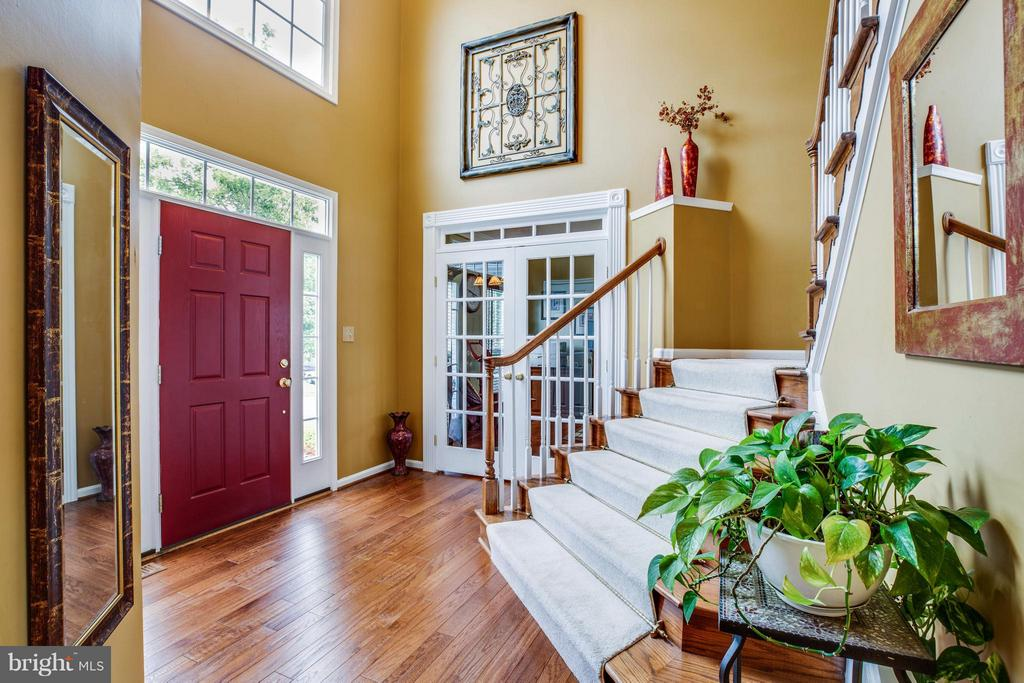 Grand open foyer to welcome your guests - 4 KLINE CT, STAFFORD