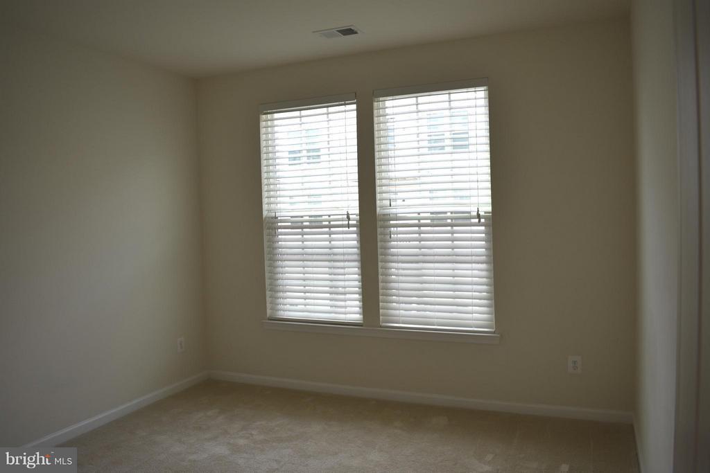 2nd Large Bedroom - 21641 ROMANS DR, ASHBURN