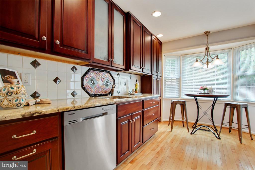 Kitchen - 2220 SOMERSET ST, ARLINGTON