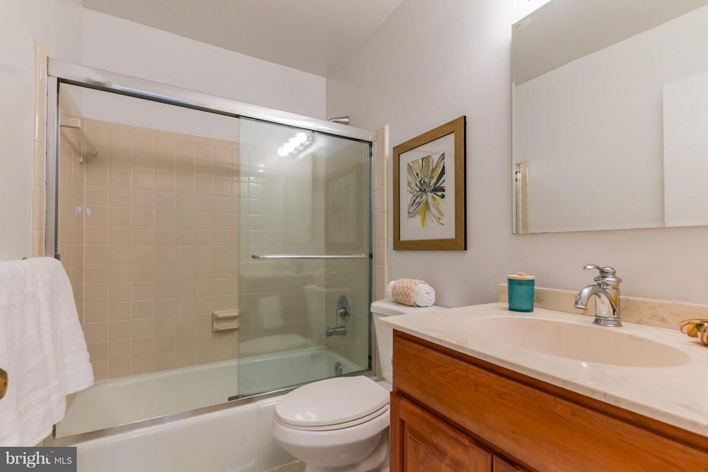Bath - 2220 SOMERSET ST, ARLINGTON