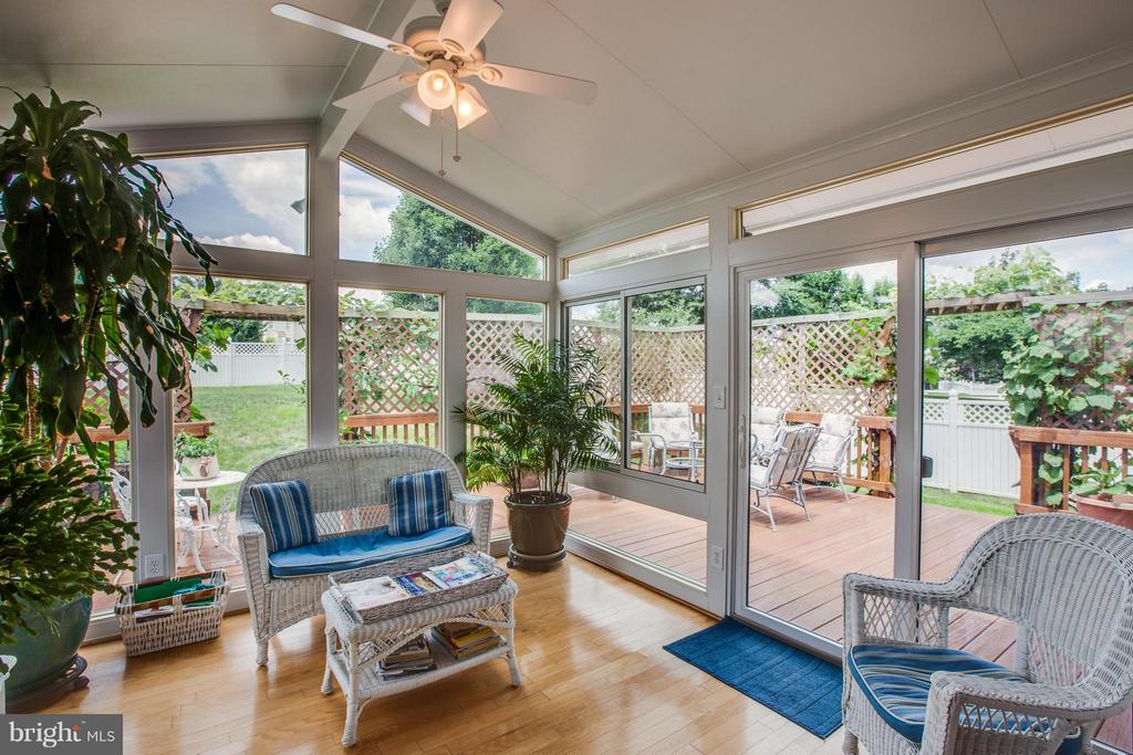 Bring the outside in! Bright sunroom opens to deck - 7 GALLERY RD, STAFFORD