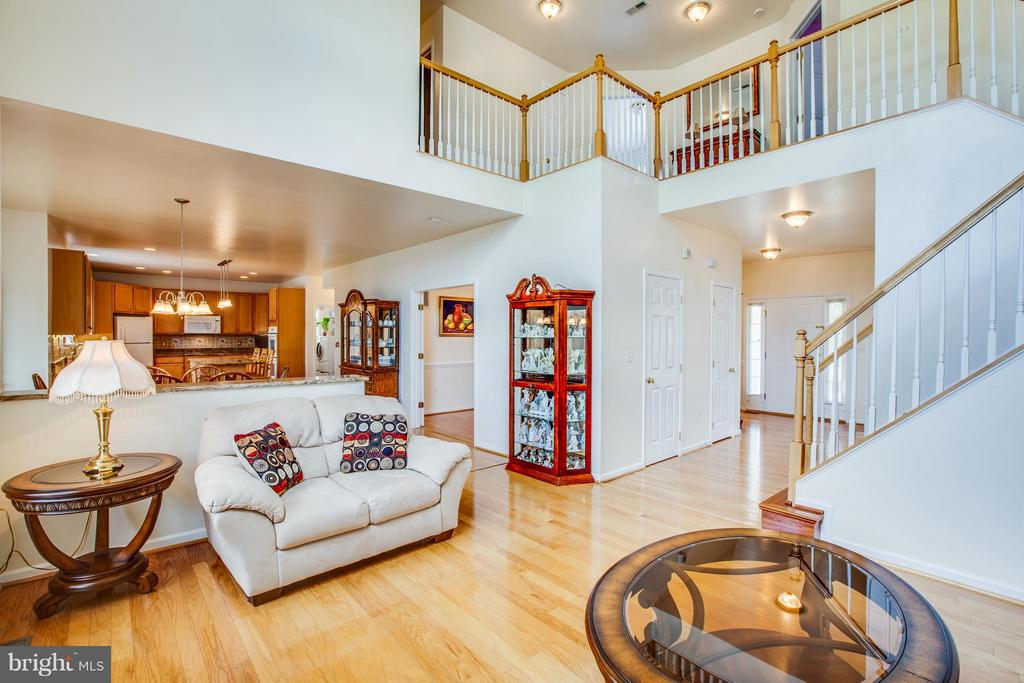 Great flow! Open and airy floor plan - 7 GALLERY RD, STAFFORD