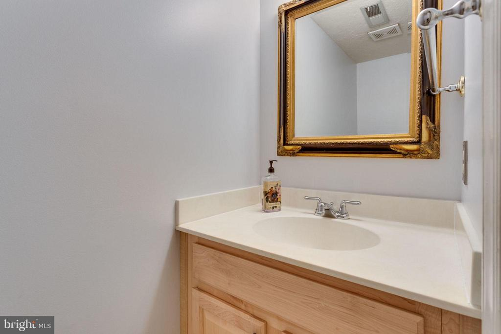 Half bath on main floor next to laundry room - 7314 JENNA RD, SPRINGFIELD
