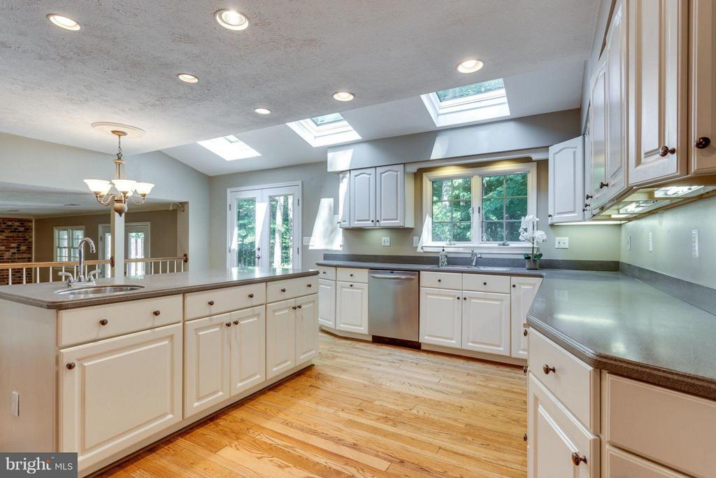 Large Kitchen w/Island & new skylights - 7314 JENNA RD, SPRINGFIELD