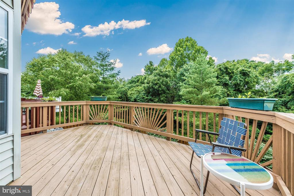 DECK W/ VIEW AND RETRACTABLE AWNING - 6104 PINE CREST LN, FREDERICK