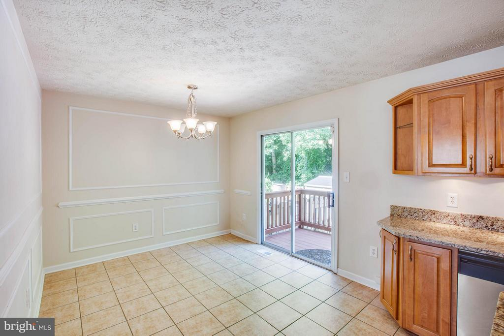 Formal dining! Box and chair molding - 1204 KINGS CREST DR, STAFFORD