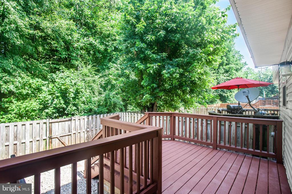 Heat up the grill! Deck is ready for entertaining! - 1204 KINGS CREST DR, STAFFORD