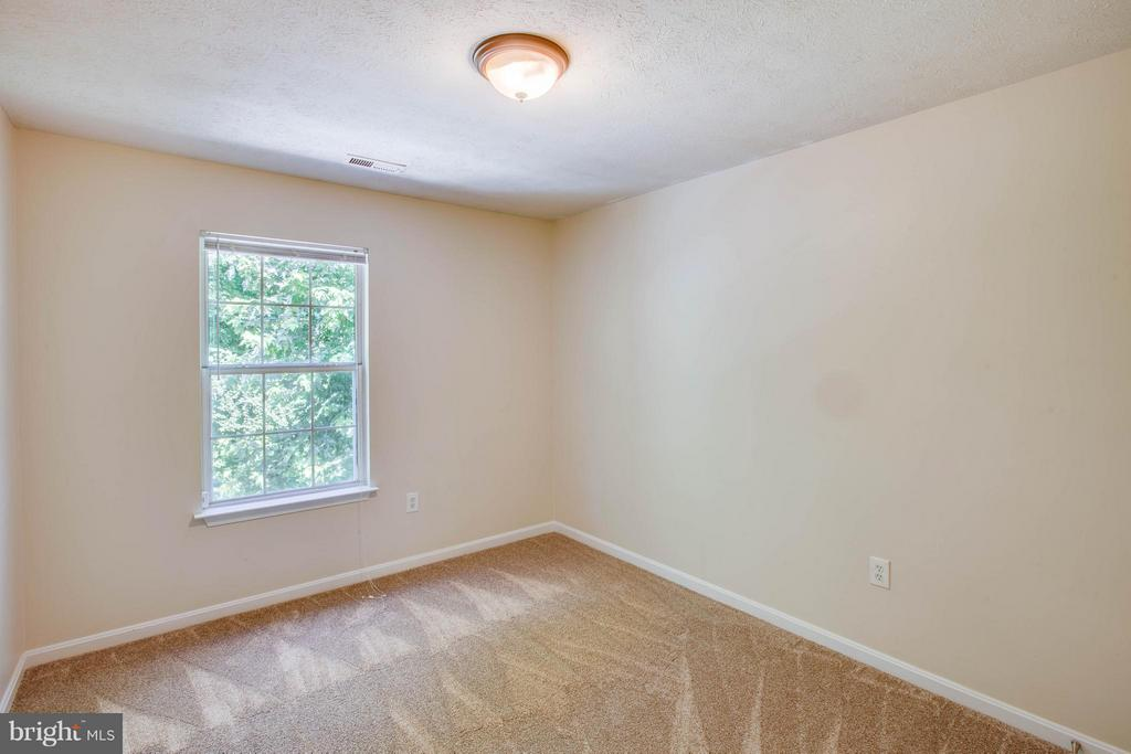 New carpet and tree views in bedrooms - 1204 KINGS CREST DR, STAFFORD
