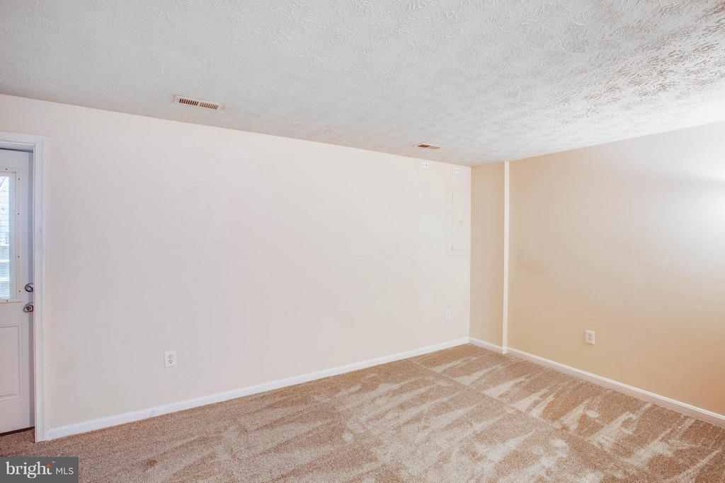 Walkup finished basement with full bath - 1204 KINGS CREST DR, STAFFORD