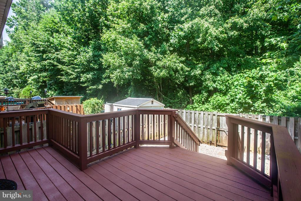 Private view! Fenced yard backs to trees. - 1204 KINGS CREST DR, STAFFORD
