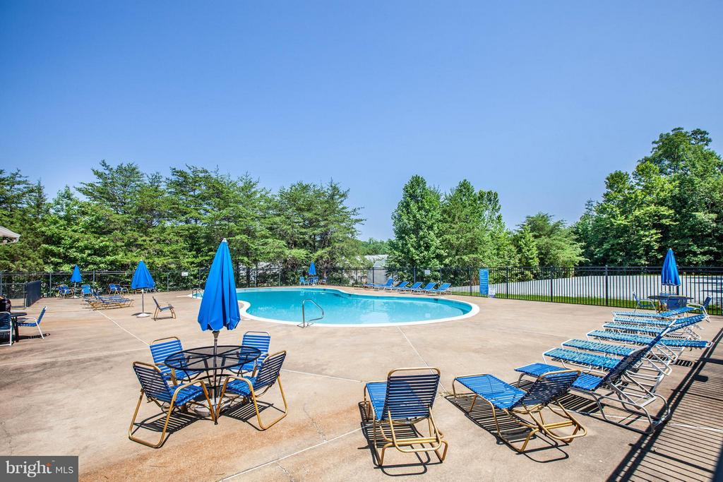 Or to work on your summer tan. - 1204 KINGS CREST DR, STAFFORD