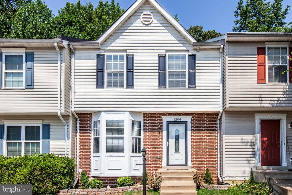 Charming 3 Bed/3 Bath BRICK FRONT Town Home. - 1204 KINGS CREST DR, STAFFORD