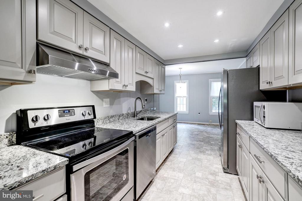 Newly renovated Kitchen with granite counter tops! - 5837 BANNING PL, BURKE