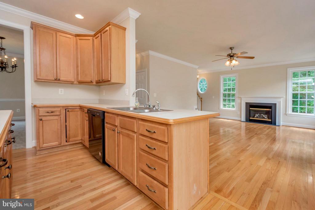 Kitchen - 13200 CHANDLER CT, FREDERICKSBURG