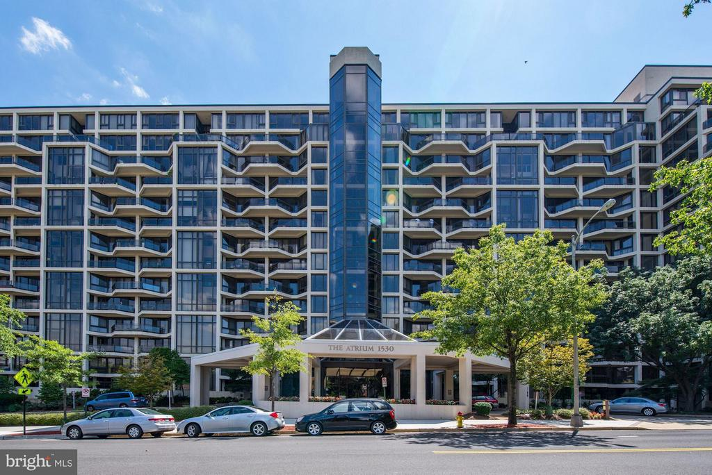 Welcome to The Atrium! - 1530 KEY BLVD #410, ARLINGTON