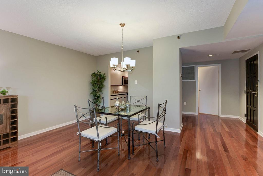 Dining room features a new modern light fixture - 1530 KEY BLVD #410, ARLINGTON