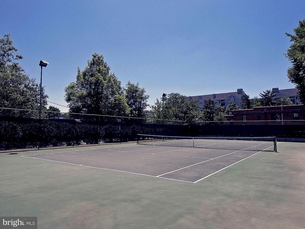 Tennis court - 1530 KEY BLVD #410, ARLINGTON