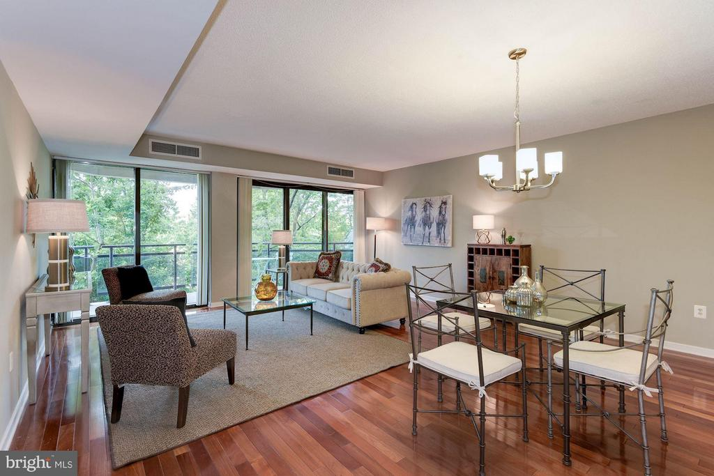 The residence features hardwood floors throughout - 1530 KEY BLVD #410, ARLINGTON