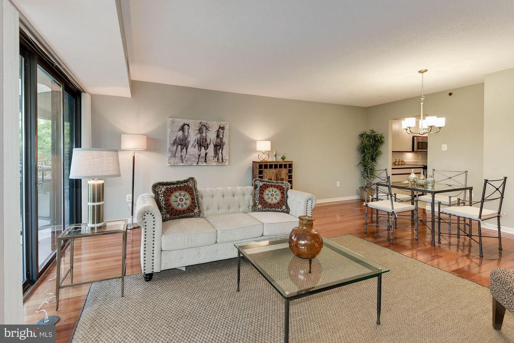 850 square feet of living space - 1530 KEY BLVD #410, ARLINGTON