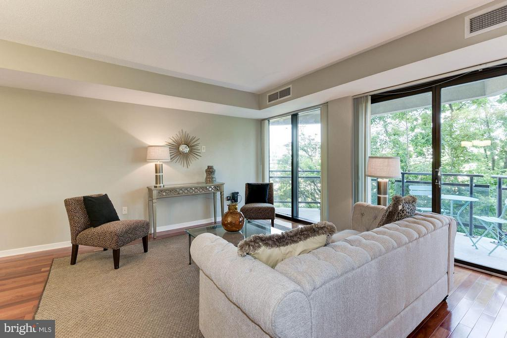 Floor-to-ceiling windows lead out to the balcony - 1530 KEY BLVD #410, ARLINGTON