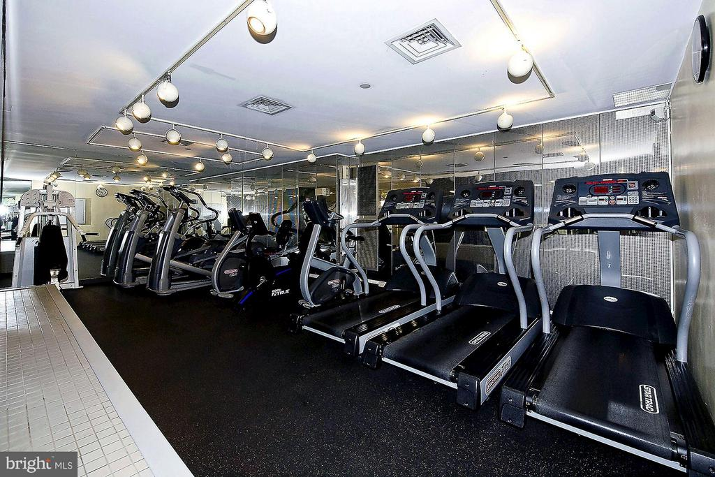 Fitness center - 1530 KEY BLVD #410, ARLINGTON