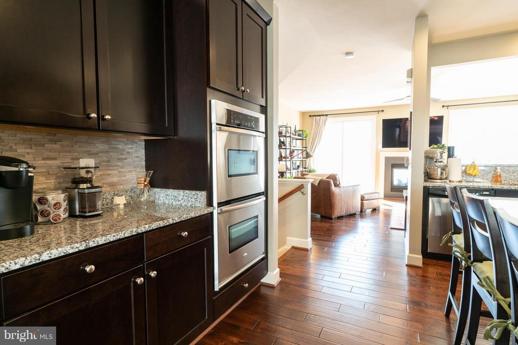 Kitchen - 127 ANTHEM AVE, HERNDON