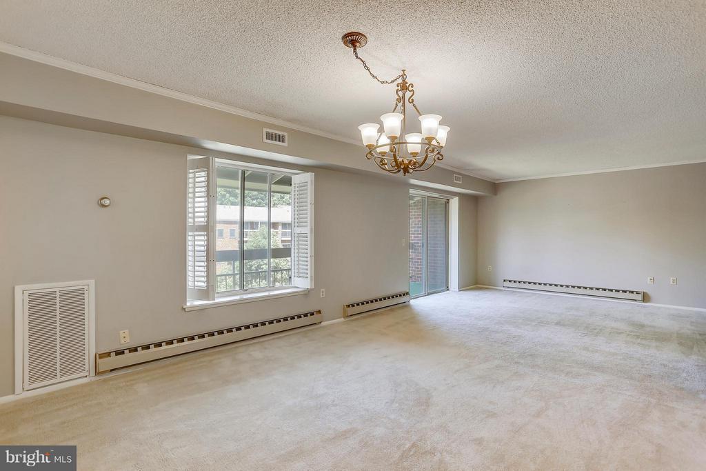 Spacious and bright Living Room - 15100 GLADE DR #11-3E, SILVER SPRING