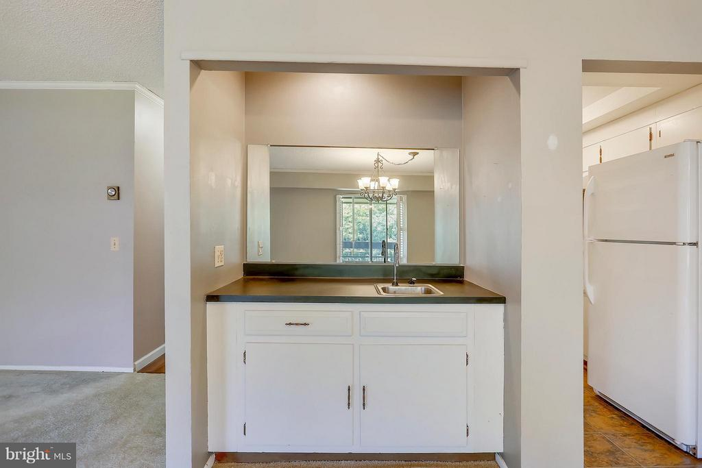 Wet Bar in Dining Room - 15100 GLADE DR #11-3E, SILVER SPRING