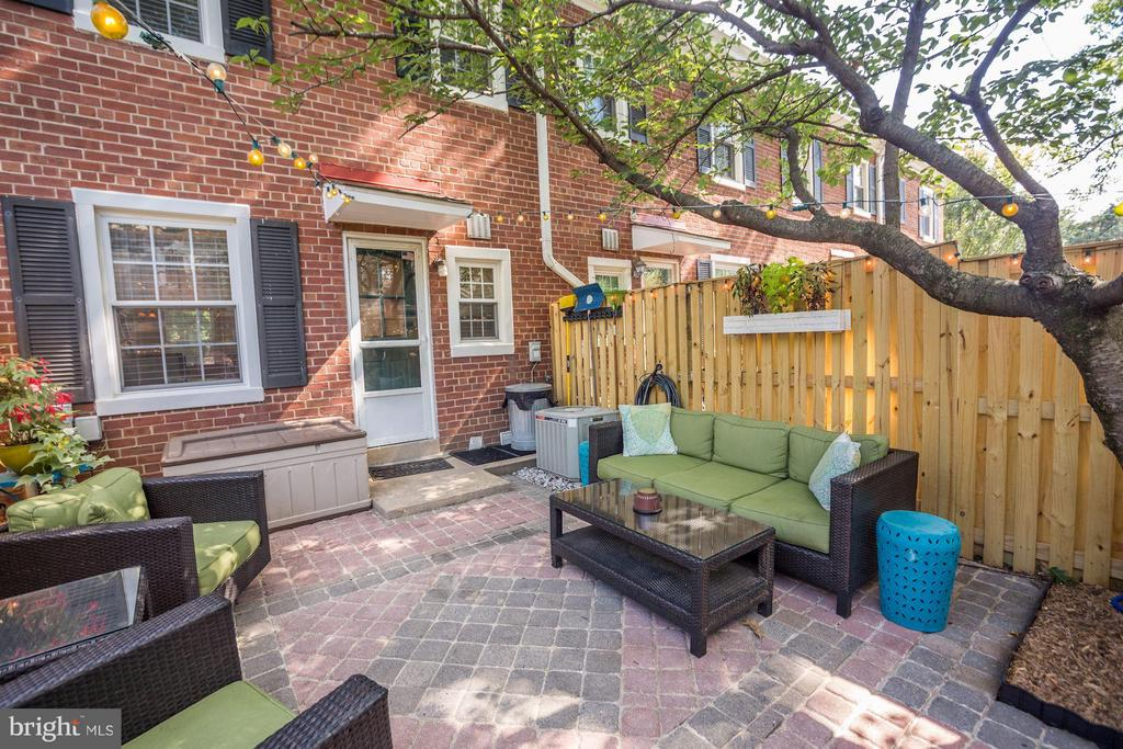 Brick Patio - 4672 36TH ST S #B, ARLINGTON