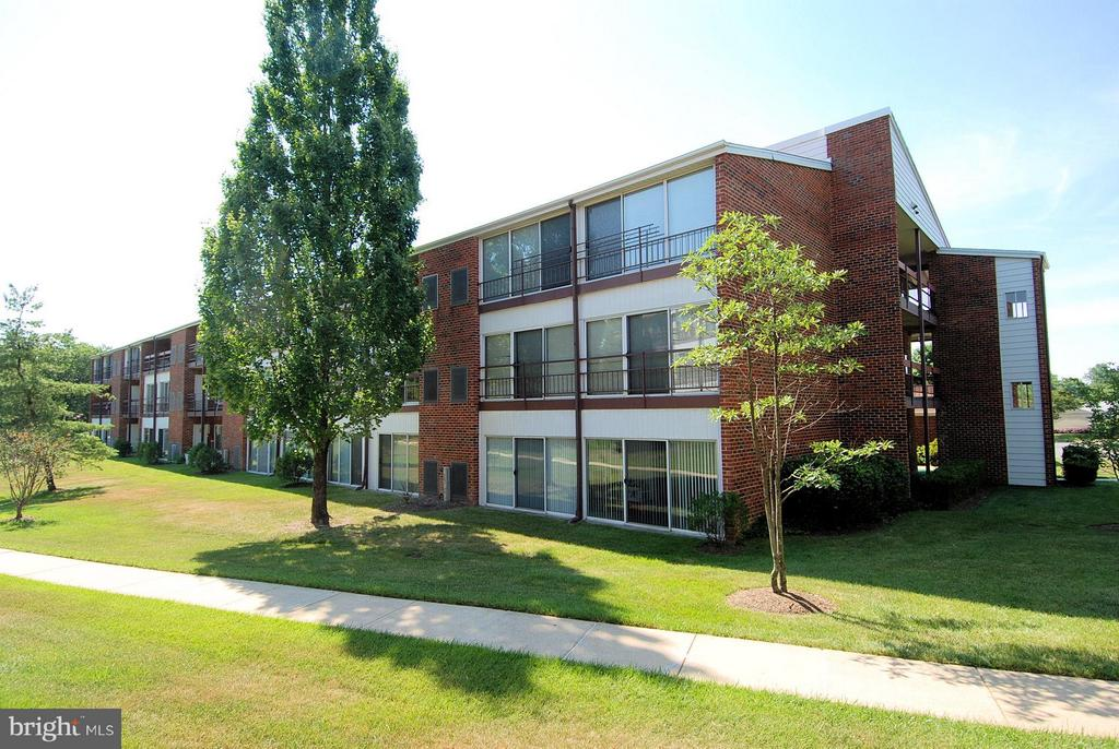 Overlooking Walking Path and Greenspace - 15100 GLADE DR #11-3E, SILVER SPRING