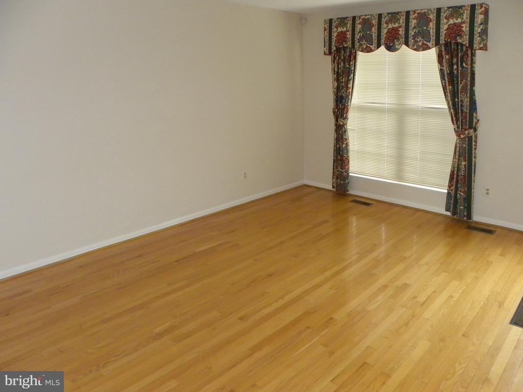 Living Room - 8077 TOPPER CT, ALEXANDRIA