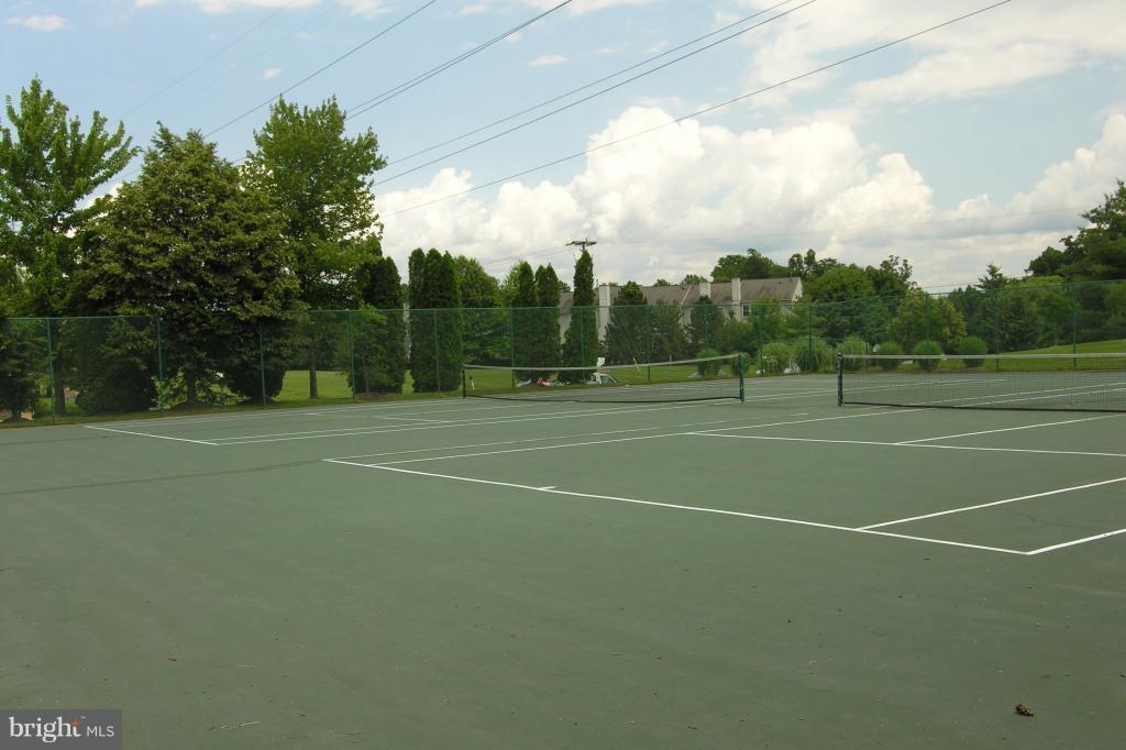 Community Tennis Court - 8077 TOPPER CT, ALEXANDRIA