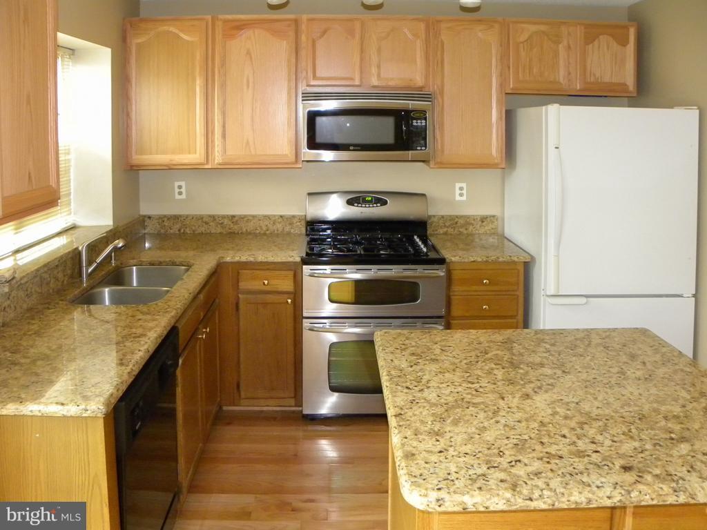 Kitchen - 8077 TOPPER CT, ALEXANDRIA