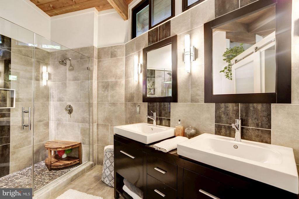 Master Bathroom - 3407 HARTWELL CT, FALLS CHURCH