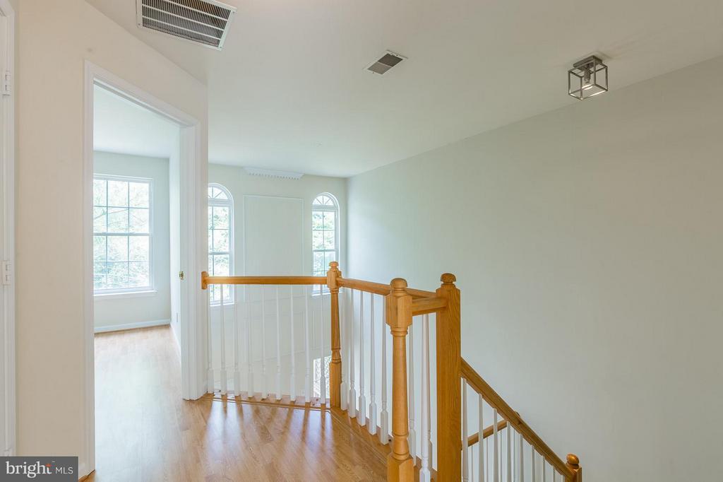 Upper Level Hallway - 15437 BEACHLAND WAY, DUMFRIES