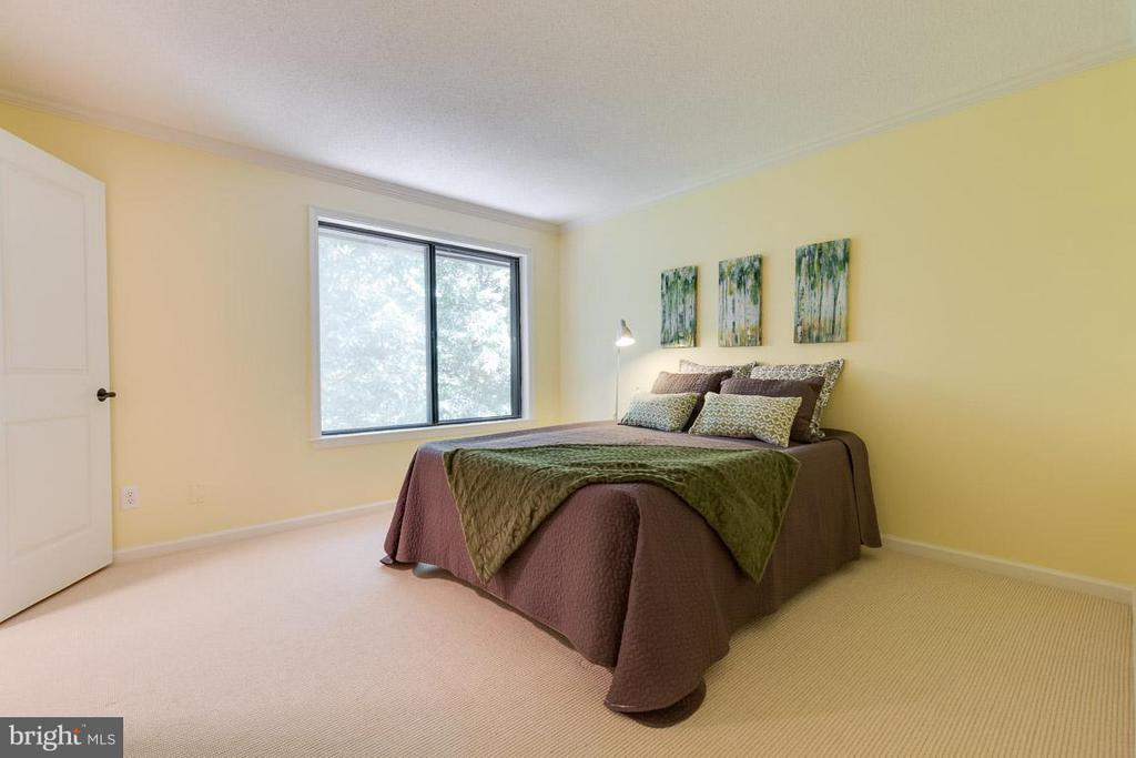 Large master bedroom with walk-in closet - 2104 CARTWRIGHT PL, RESTON