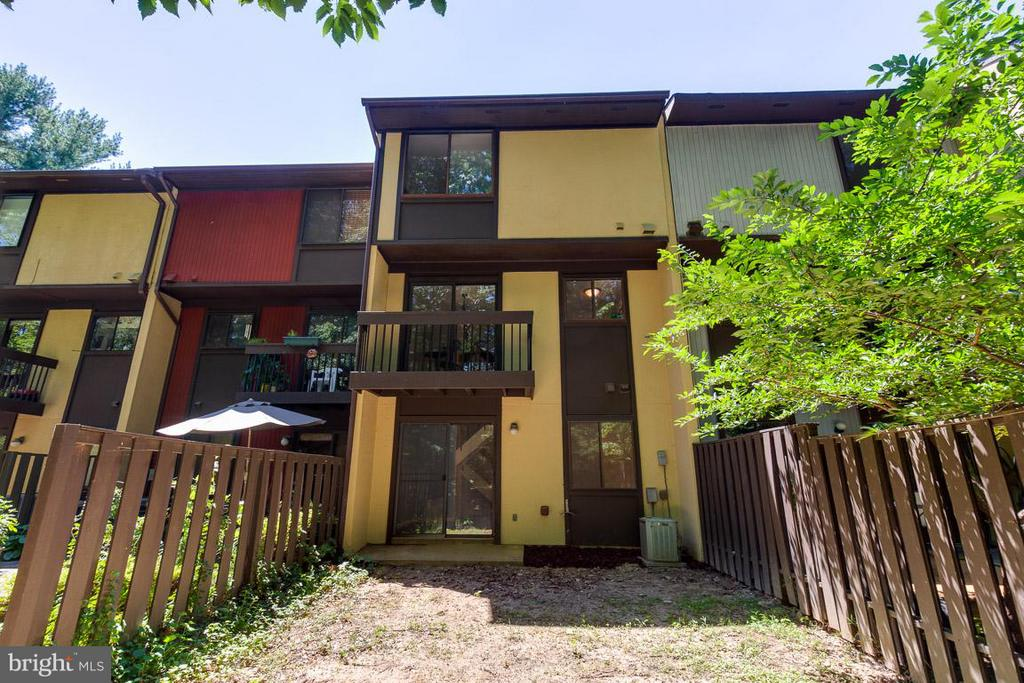 Rear with main level balcony and walkout basement - 2104 CARTWRIGHT PL, RESTON
