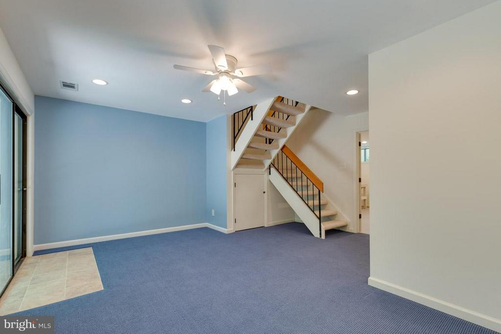 Great rec room perfect for media and entertaining - 2104 CARTWRIGHT PL, RESTON