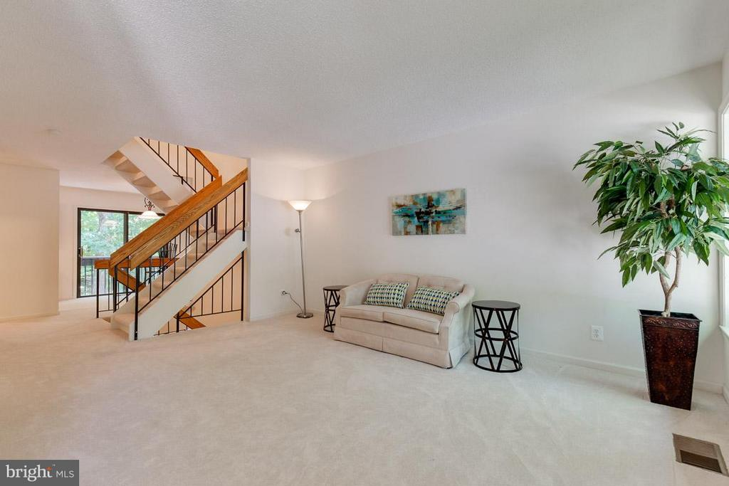 Large living room and open stair case - 2104 CARTWRIGHT PL, RESTON