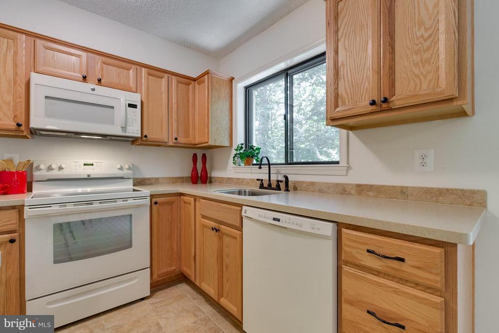 Kitchen updated in 2014; Corian counter tops - 2104 CARTWRIGHT PL, RESTON
