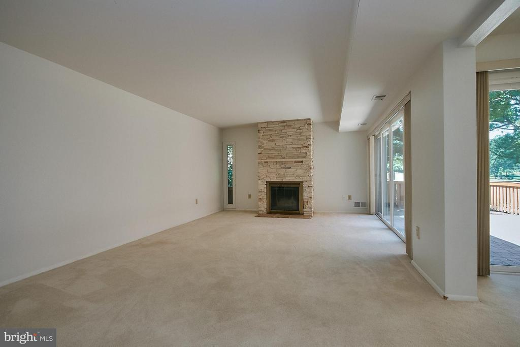 Spacious Living Room with Fireplace - 11462 LINKS DR, RESTON