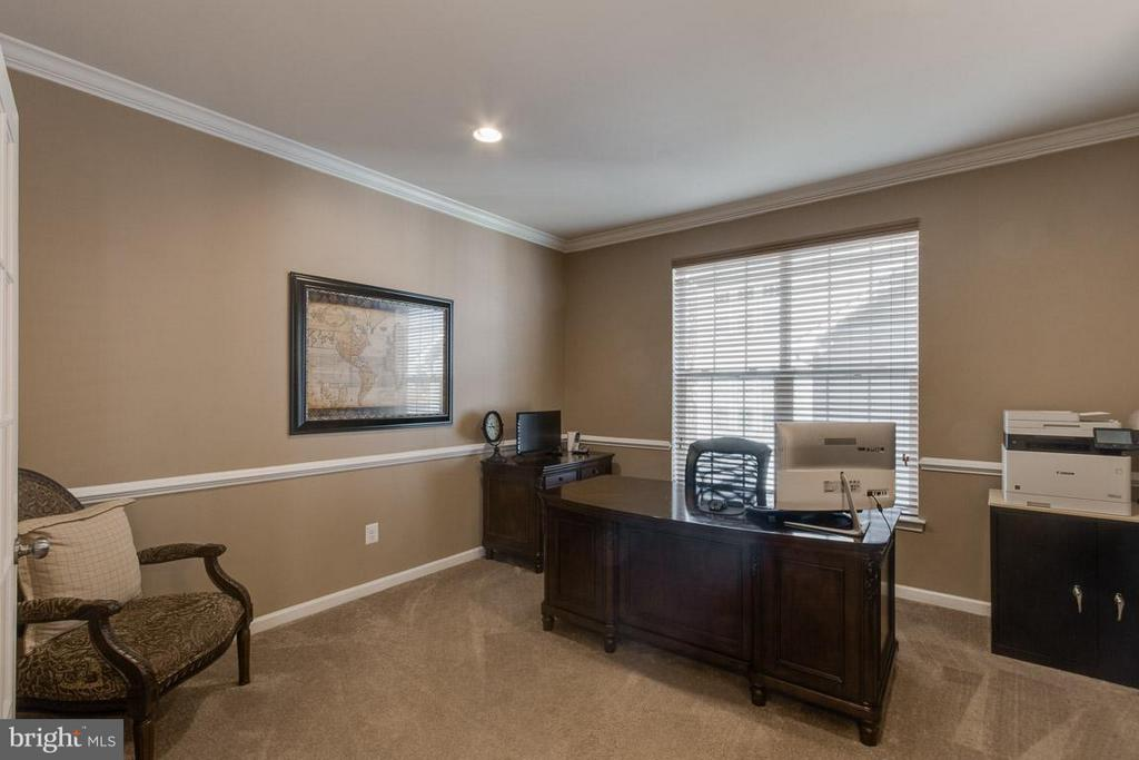 Main level office - 10339 SPRING IRIS DR, BRISTOW