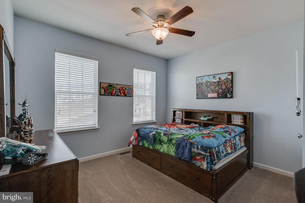 Generous sized bedrooms - 10339 SPRING IRIS DR, BRISTOW